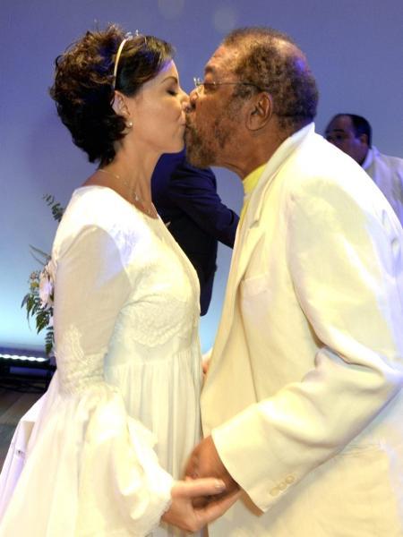 Martinho da Vila e Cléo Ferreira celebram bodas de prata em teatro onde é encenada a peça sobre o sambista - Cristina Granato