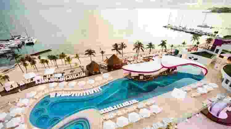 Na piscina chamada Sexy Pool, os recém-divorciados são servidos por mordomos - Divulgação/Temptation Cancún Resort - Divulgação/Temptation Cancún Resort