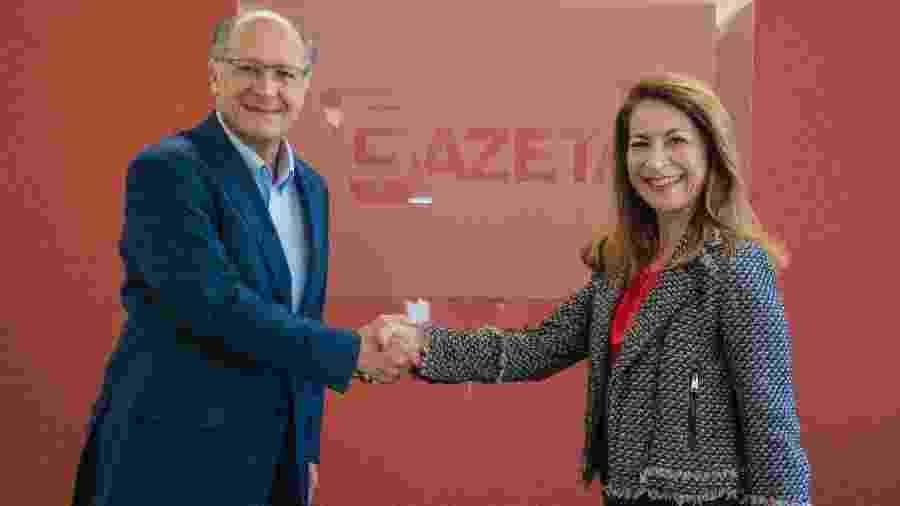 Geraldo Alckmin e Marinês Rodrigues no momento da contratação - Mariana Cavalcanti/TV Gazeta