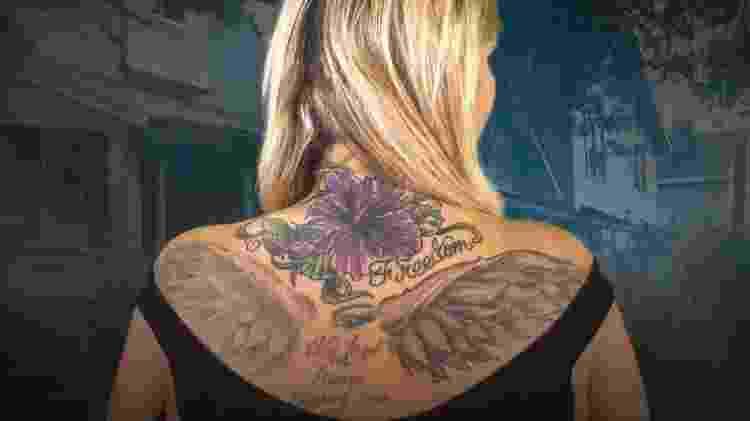 A nova tatuagem de Hollie diz 'liberdade'; há quatro anos ela escapou da escravidão sexual - BBC/Brian Caiazza - BBC/Brian Caiazza