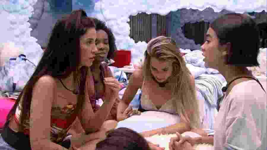 BBB 20 - Manu e sisters conversam no quarto céu - Reprodução/Globoplay