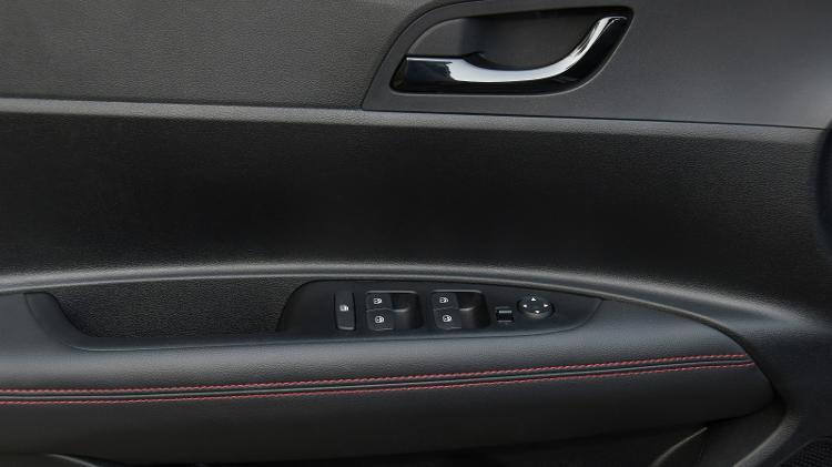 Hyundai não recomenda acionar todos os vidros elétricos do novo HB20 de forma simultânea - Murilo Góes/UOL