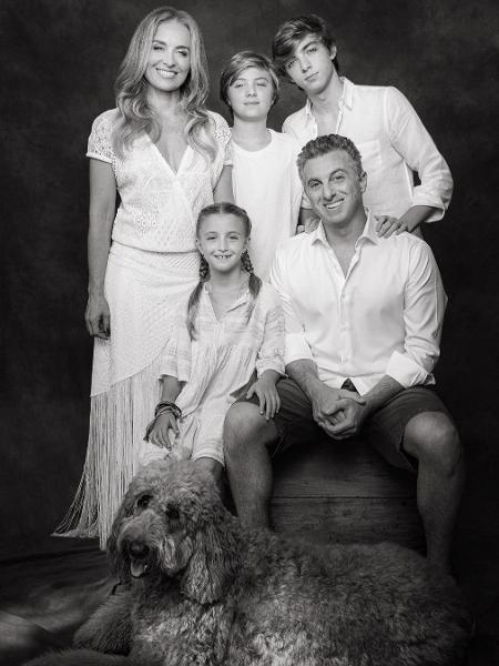 Luciano Huck e Angélica com os filhos: Eva, Benício e Joaquim   - Reprodução/Instagram