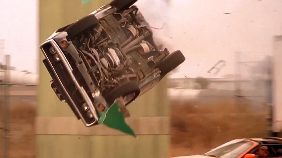 Dodge Charger bate no fim de Velozes e Furiosos - Reprodução