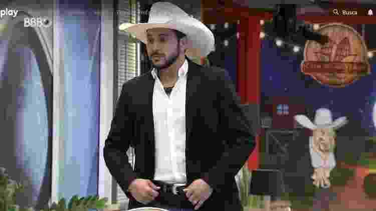 BBB 21: Caio mostra look da festa do líder - Reprodução/ Globoplay - Reprodução/ Globoplay
