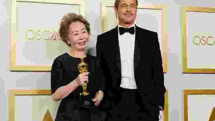 25.04.2021 - Youn Yuh-jung e Brad Pitt nos bastidores do Oscar, em Los Angeles (EUA) - Getty Images - Getty Images