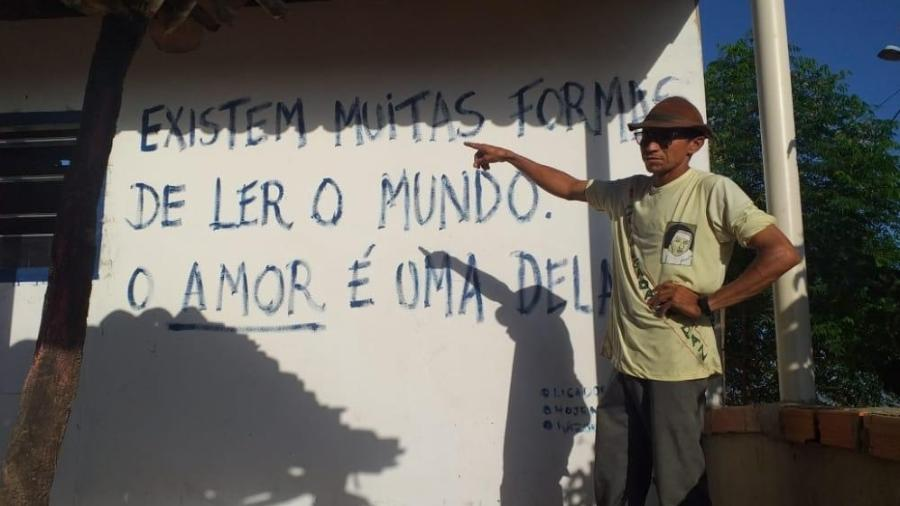 O agricultor Seu Delo começou uma biblioteca no interior da Bahia mesmo sem saber ler ou escrever - Arquivo pessoal
