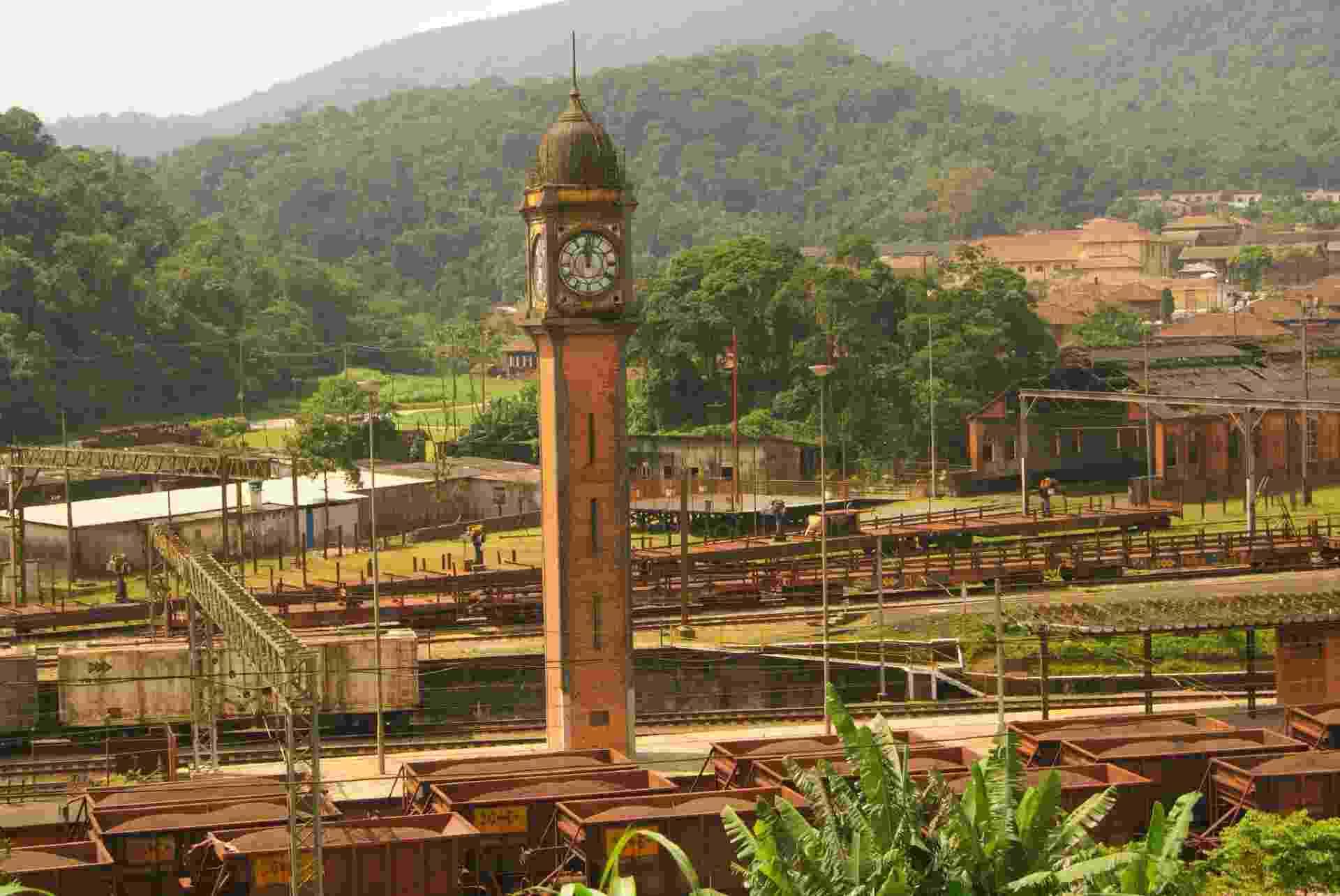 Inspirado no Big Ben londrino, o relógio da antiga estação ferroviária é o cartão-postal de Paranapiacaba - Danilo Valentini/UOL