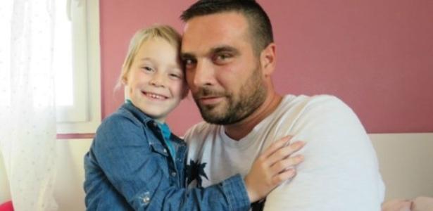 Solidariedade dos colegas de trabalho permitiu a Jonathan Dupré cuidar da filha doente - Le Réveilde Neufchâtel