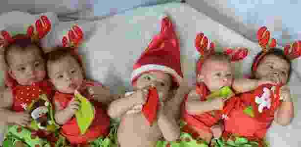 Quíntuplos fazem ensaio fotográfico natalino - Lívia Vieira/Reprodução/Facebook