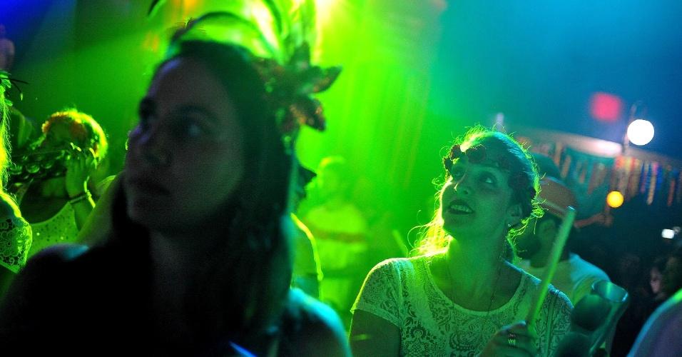 19.jan.2015 - Público lota o Carioca Club, em São Paulo, para acompanhar o show do Bangalafumenga