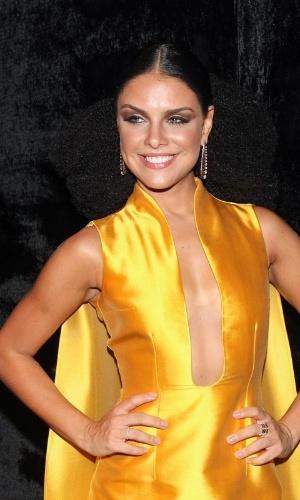 28.jan.2015 - Paloma Bernardi chega ao baile da Vogue no Hotel Unique em São Paulo, na noite desta quinta-feira