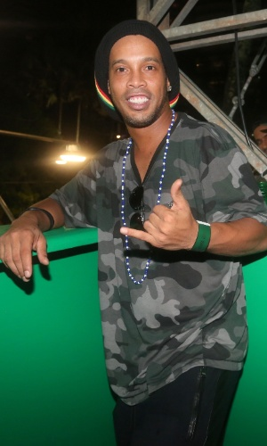 7.fev.2016 - Ronaldinho Gaúcho curte o Carnaval em Salvador
