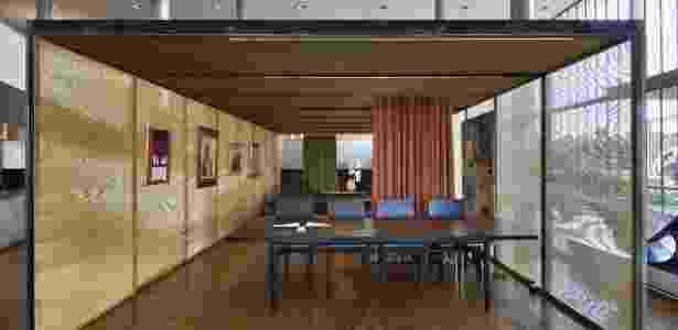 Mostra conta com 33 peças de mobiliário e obras de arte criadas no período modernista ou inspiradas nele - Divulgação