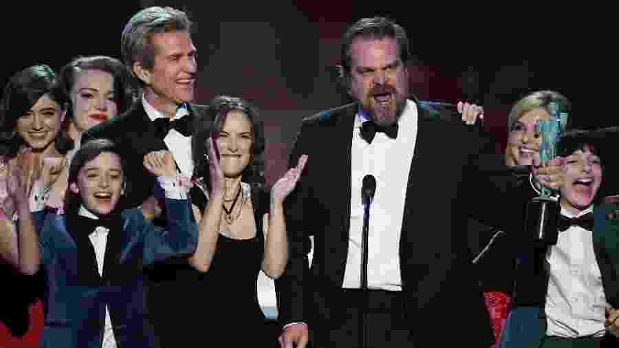 """Winona Ryder rouba a cena durante discurso de David Harbour após vitória de """"Stranger Things"""" no SAG Awards - Kevin Winter/Getty Images"""