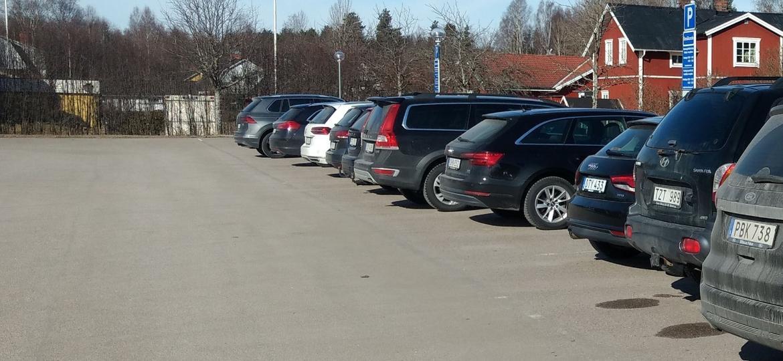 Estacionamento quase todo tomado por peruas na Suécia: fora do Brasil as stations seguem com audiência - Leonardo Felix/UOL