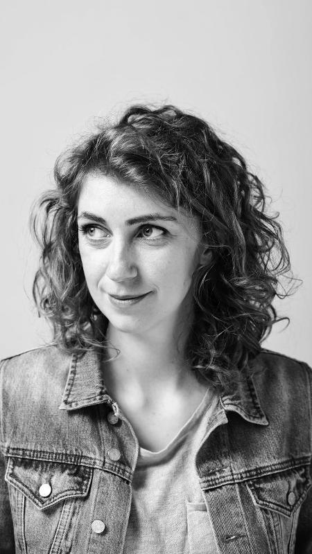 "Anna Snoekstra, autora de ""Única Filha"" - Heather Lighton"