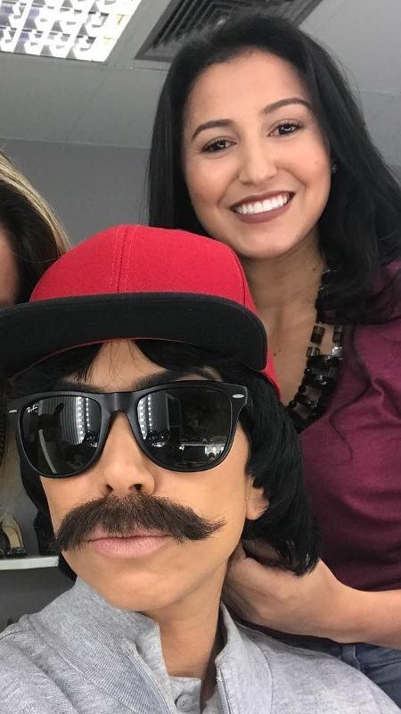 Patrícia Abravanel disfarçada com bigode e boné para gravação - Reprodução/Instagram
