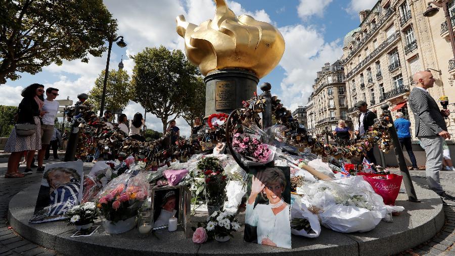 Britânicos se reúnem nesta quinta para homenagear Diana - Reuters