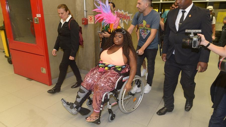 De cadeira de rodas, Jojo Todynho enfrenta metrô em SP - Francisco Cepeda/AgNews