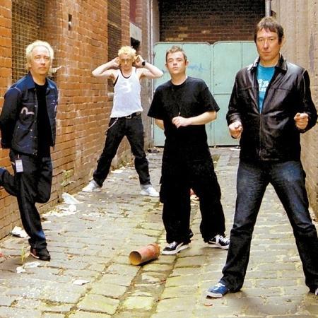 Buzzcocks foi a primeira banda a fazer sessão de autógrafos na London Calling - Divulgação