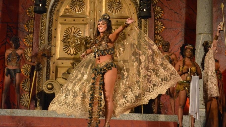 Nicole Bahls em cena do espetáculo Paixão de Cristo - Felipe Souto Maior/Divulgação