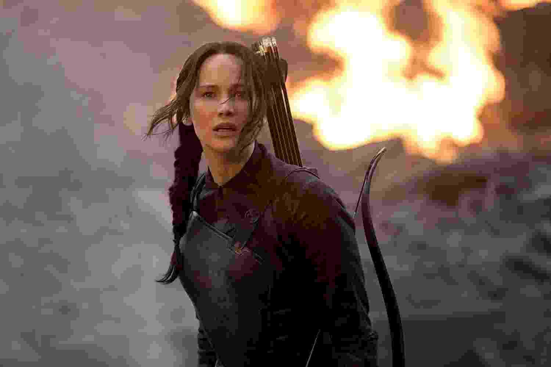 """Jennifer Lawrence em cena de """"Jogos Vorazes: A Esperança ? Parte 1"""" (2014) - Divulgação"""