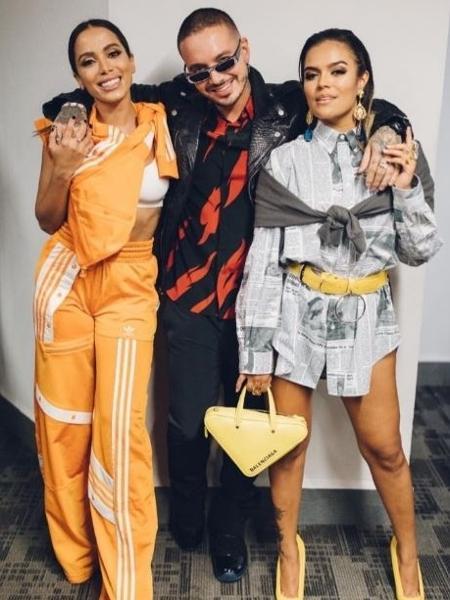 Anitta com J Balvin e Karol G nos prêmios MTV MIAW México - Reprodução/Twitter