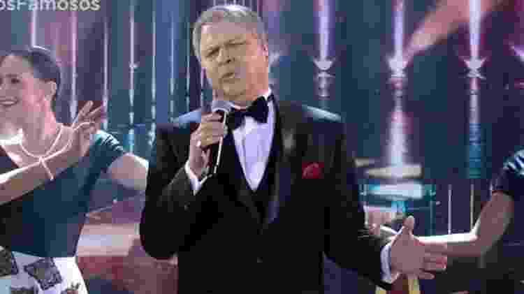 """Paulo Ricardo encarna Frank Sinatra no """"Show do Famosos"""" - Reprodução - Reprodução"""
