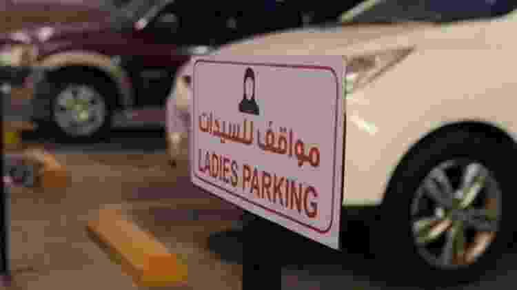 Placas como essa seriam inimagináveis na Arábia Saudita alguns anos atrás - Gabriela Delfino/Pra Lá de Bagdá - Gabriela Delfino/Pra Lá de Bagdá