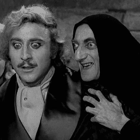 """Gene Wilder e Marty Feldman em cena do filme """"O Jovem Frankenstein"""" - Reprodução"""