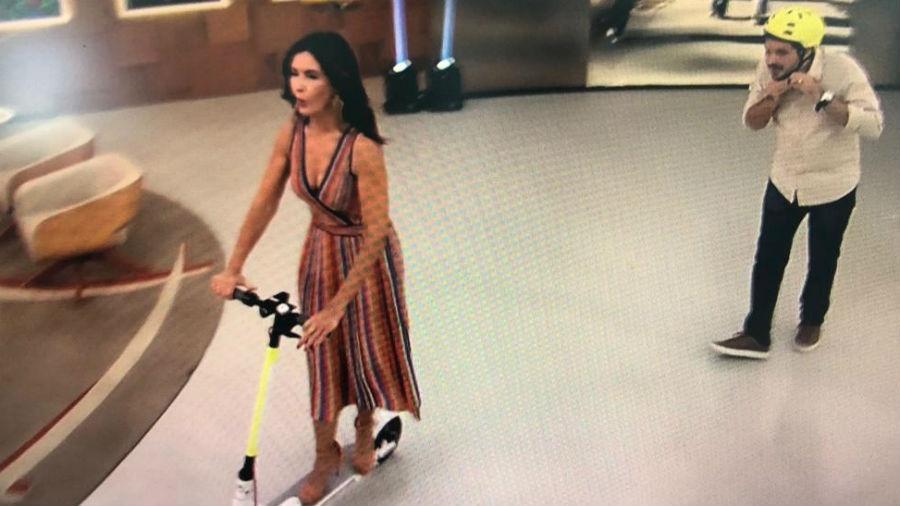 """Fátima Bernardes anda de patinete elétrico no palco do """"Encontro"""" - Reprodução/Globo"""