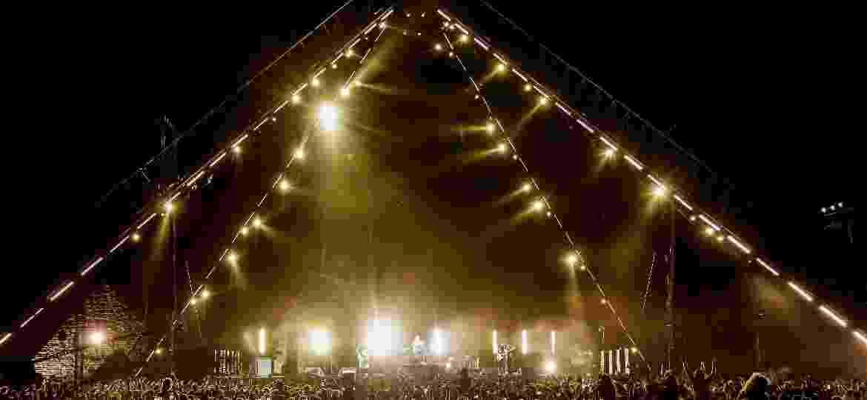 A banda Red Hot Chili Peppers faz show nas pirâmides do Egito - AFP