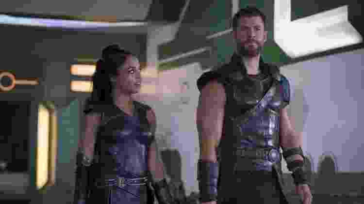 Valquíria (Tessa Thompson) e Thor (Chris Hemsworth) em Thor: Ragnarok - Divulgação