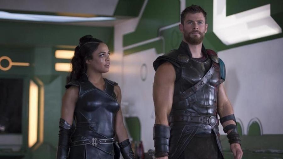 """Valquíria (Tessa Thompson) e Thor (Chris Hemsworth) em """"Thor: Ragnarok"""" - Divulgação"""