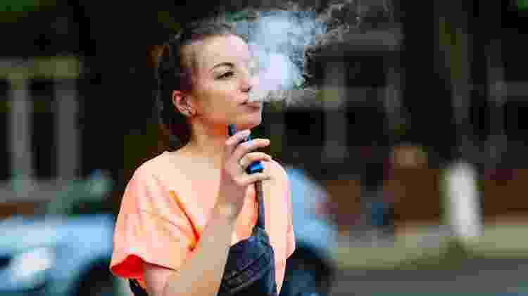 Nos EUA, a recomendação é que a população americana deixe de usar esses produtos, especialmente os que contenham THC (um dos princípios ativos da maconha) e nicotina - iStock - iStock