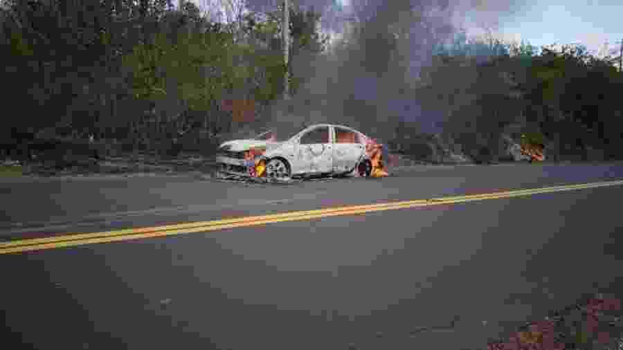 O Onix Plus da foto pegou fogo no Maranhão; em setembro, outro carro teve incêndio no RS. GM diz que casos não têm relação - Reprodução