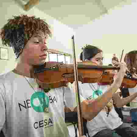 Orquestra Irmã Dulce com jovens no Centro Educacional 2 - Divulgação/Centro Educacional Irmã Dulce - Divulgação/Centro Educacional Irmã Dulce