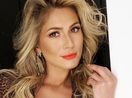 Lívia Andrade, do Fofocalizando, abre o jogo sobre afastamento da TV e  Silvio Santos