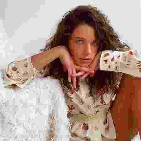 Em isolamento, Bruna Linzmeyer afirmou estar tocando projetos virtualmente - Reprodução/Instagram