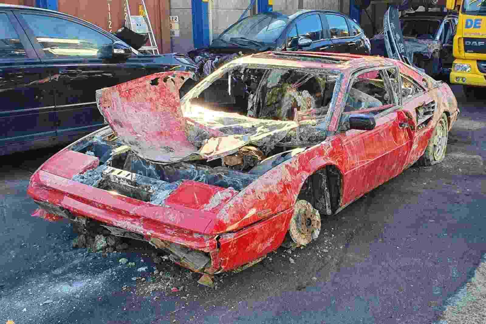 Ferrari Mondial 1987 afundada em rio durante 26 anos Amsterdam Holanda - Arquivo pessoal