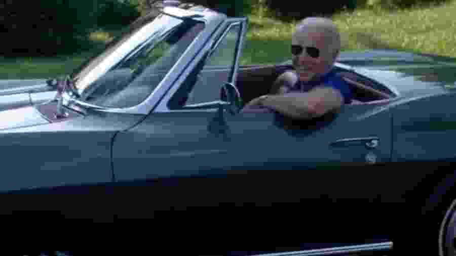Joe Biden com Chevrolet Corvette Stingray 1967 - Reprodução