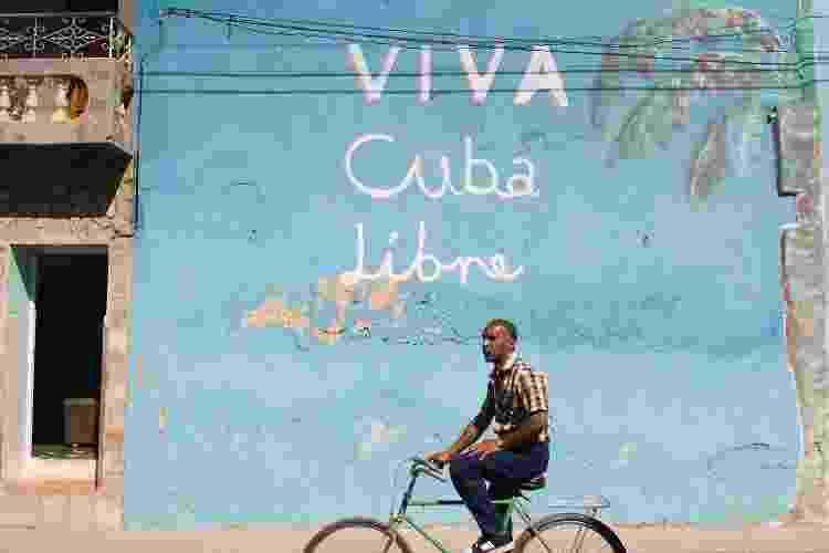 """Slogan """"Viva Cuba Libre"""" em muro de Trinidad, Cuba - Marco Prosch/Getty Images - Marco Prosch/Getty Images"""