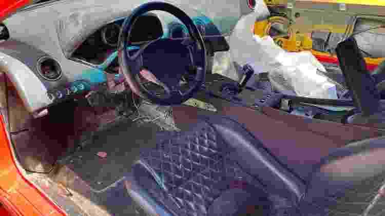 Lambo Murciélago 2002 exibe interior detonado, já sem painel original e com chave de um Toyota - Arquivo pessoal - Arquivo pessoal