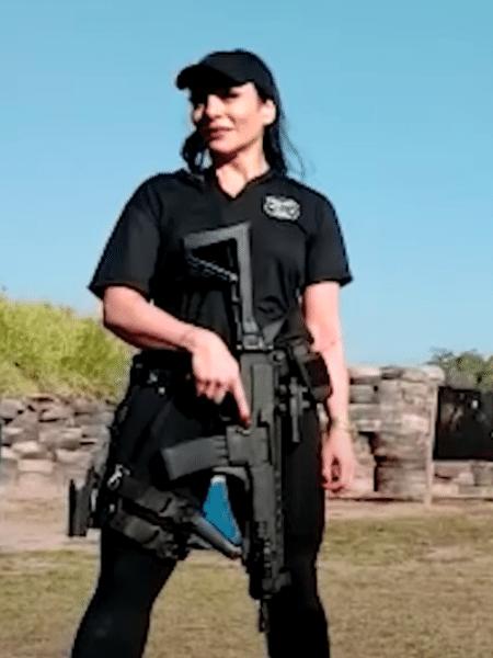Praticante de tiro, Rhenata conheceu o ex-namorado em seus treinos - Reprodução/YouTube
