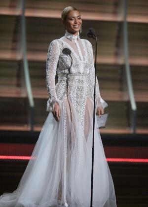 Vestido usado por Beyoncé é da marca especializada Inbal Dror - Getty Images