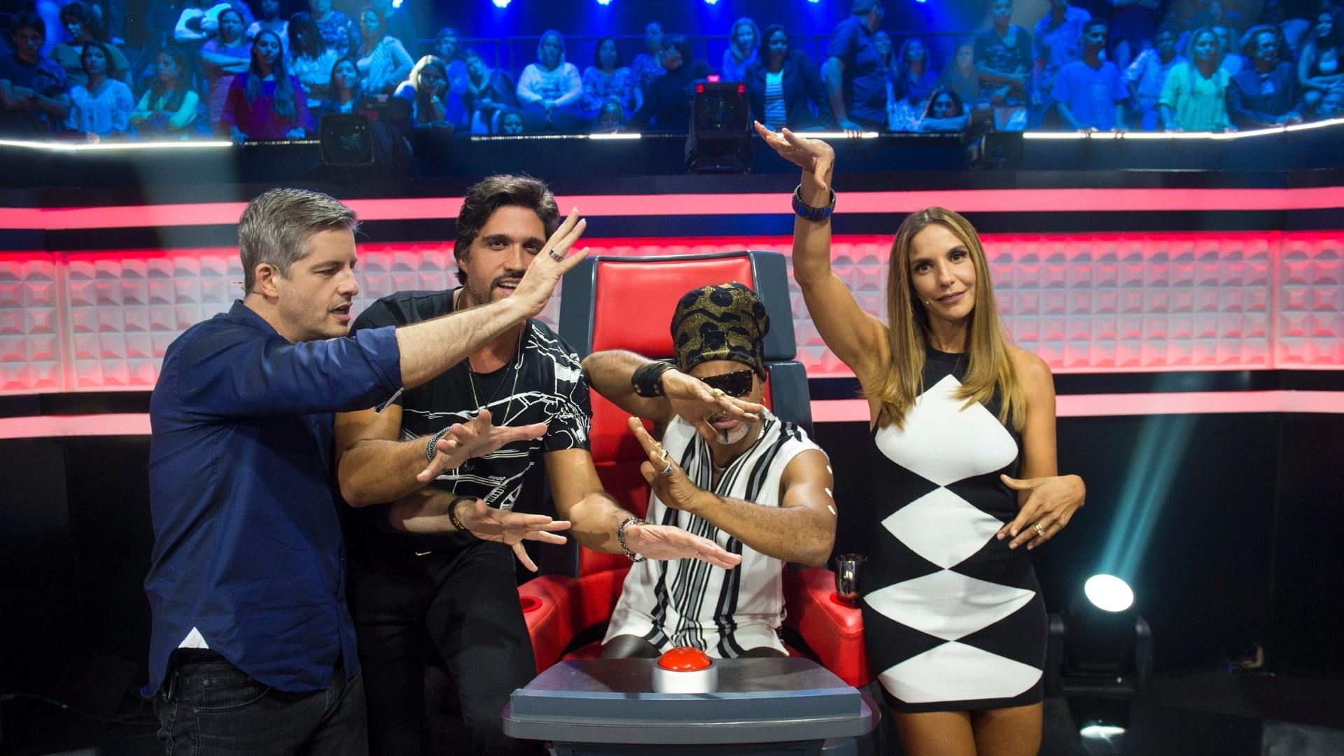 22.jan.2016 - Victor & Leo,Carlinhos Brown e Ivete Sangalo são os jurados do