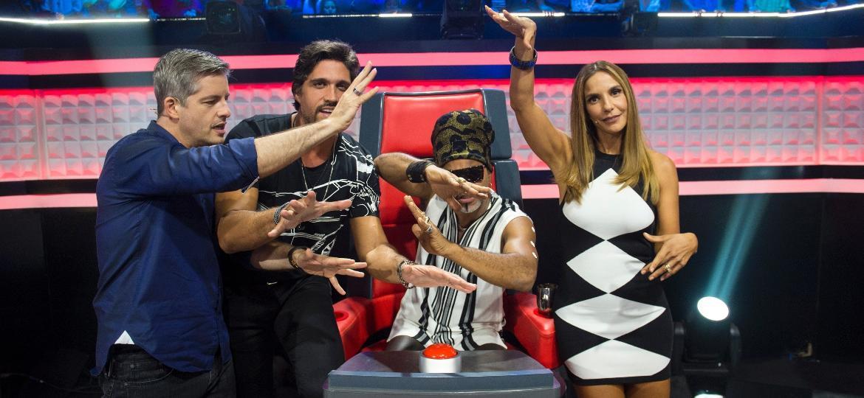 """Victor & Leo,Carlinhos Brown e Ivete Sangalo são os jurados """"fofos"""" do """"The Voice Kids"""", da Globo - Estevam Avelar/Divulgação/TV Globo"""