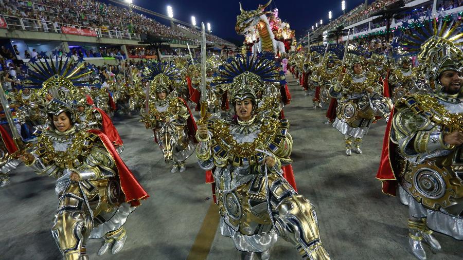 Desfile da Mangueira, na Marquês de Sapucaí, no Carnaval deste ano - Douglas Shneider/UOL
