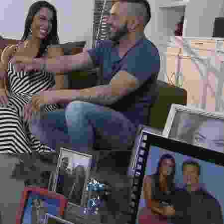 Gracyanne Barbosa decora sua sala com fotos de Arnold Schwarzenegger - Divulgação/Record TV - Divulgação/Record TV